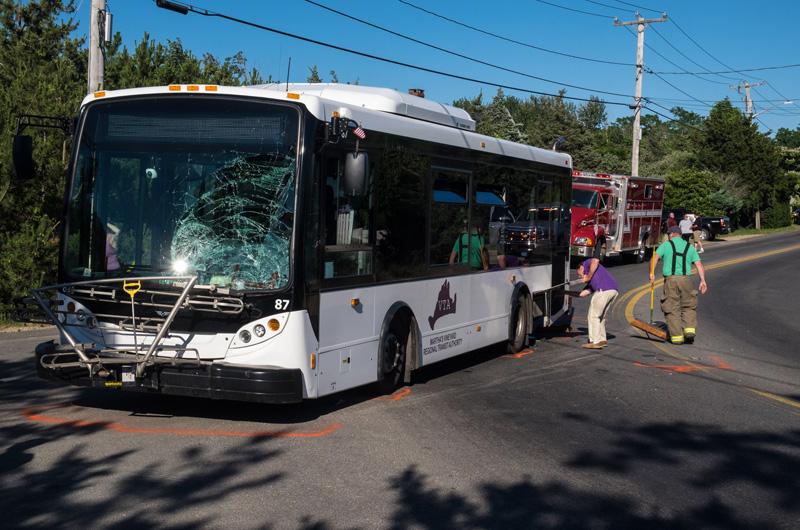 The Vineyard Gazette Martha S Vineyard News Two Injured In