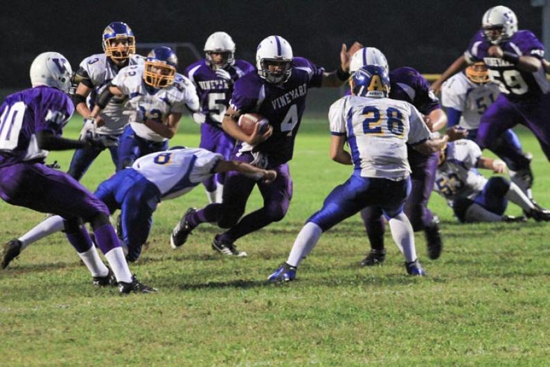 Delmont Araujo touchdown football athletes