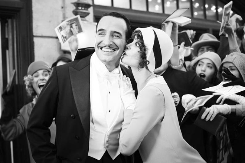 B&W kissing, silent film