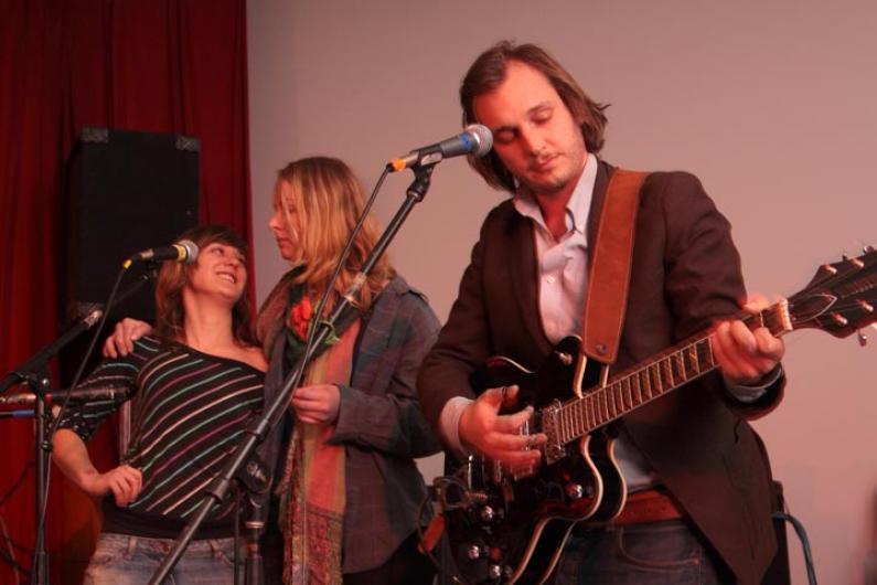 Nina Violet, Marciana Jones, Willy Mason musicians band