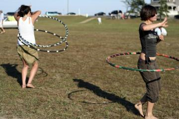 girls hula hooping