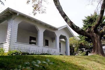 white house bungalow