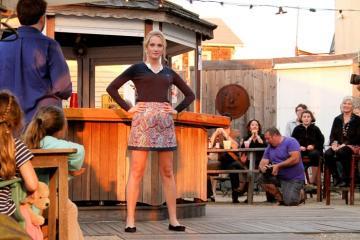 fashion show skirt model