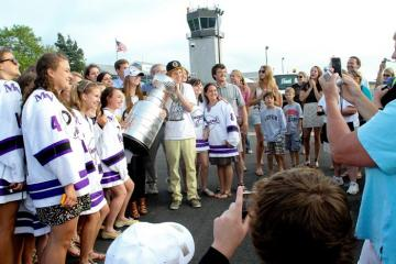 girls hockey team stanley cup