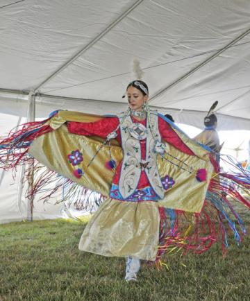 Hoover Elizabeth Native American dancer costume