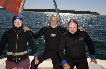 divers boat ocean