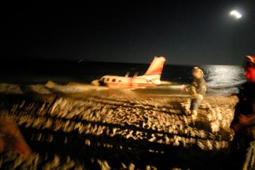 plane crash on beach