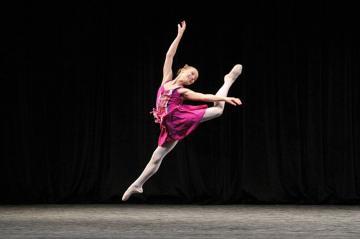 Sarah Pertile, dancing