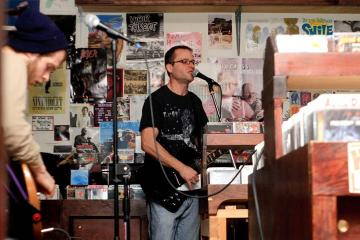 Slim Bob Berosh microphone guitar